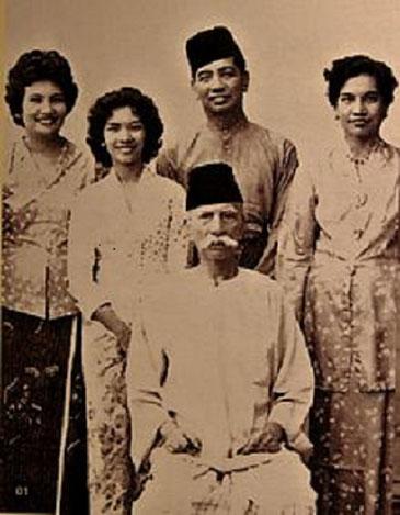 Tunku Besar BURHANUDDIN et ses 3 filles