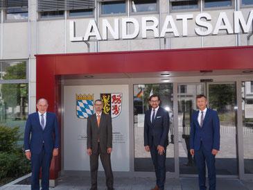v.l.n.r.: Landrat Willibald Gailler, Peter Weymayr, René Klinger, Xaver Frauenknecht - Foto: Michael Gottschalk