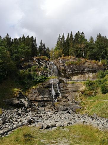 Diesen Wasserfall hat Jonas auf dem Weg zum Hardangerfjord entdeckt.