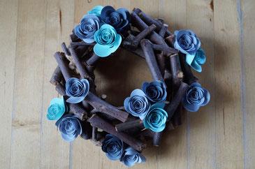 Holzkranz mit Spiralblumen - Patricia Stich 2015