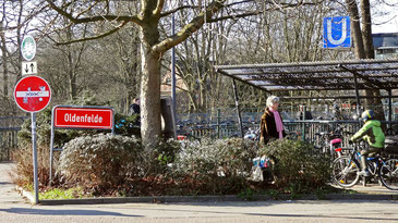 Ortsschild >Oldenfelde< am Berner U-Bahnhof