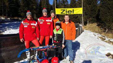 Am Bild Obmann Reinhold Pirker mit den erfolgreichen Sportlern (Foto: RC Mondi Frantschach)