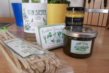 Grüne Soße everywhere: Pasta, Pesto, Gin, Kräuter