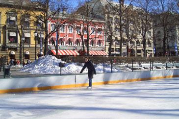 Eislaufbahn zwischen Stortinget und Nationaltheater