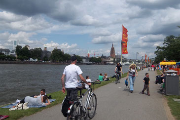 Promenade zwischen Main und Museen