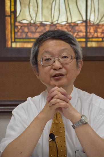 旭東教会で講演中の古谷正仁(まさよし)先生です。正真正銘の丸顔でしょ。
