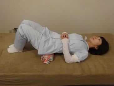 体操枕腰のストレッチ