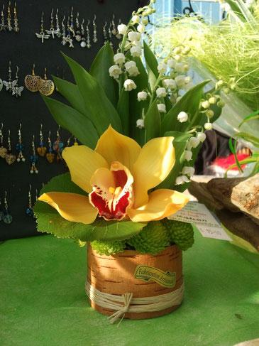 Livraison de muguet à le Teich  Composition de Muguet et orchidée @  www.fleurs-et-deco-du-bassin-d-arcachon.fr