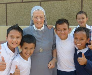 Kolumbien Schule schließt Spende Hilfe Bergdorf