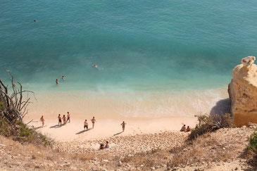 Strand Praia da Marinha von oben