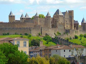 Die Stadtmauern von Carcassone, die Wachtürme haben spitze Dächer