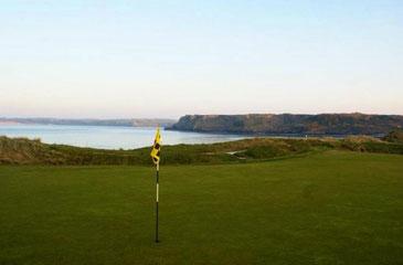 © Tenby Golf Club Blick vom Green auf die Küste