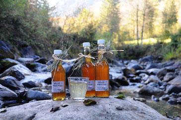 Sirupflaschen in Bergbach