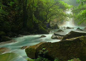 コスタリカを物心ともに支える美しい水の流れ Bruce Thomson CC BY-SA 2.0