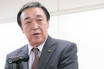 主催者挨拶をする間伐・間伐材利用推進ネットワーク佐藤重芳会長
