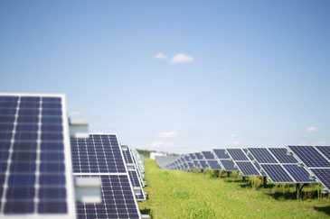 太陽光発電によって世界中で多くの雇用が生まれています! CC BY-NC-ND 2.0 / Windwärts Energie