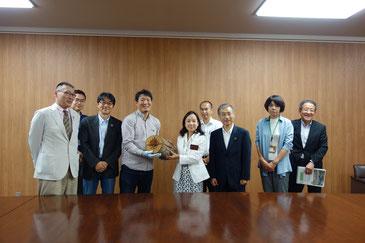事業の主役となる「ログファイヤー」を長野県に寄贈しました。