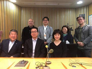広島認知症予防研究会下山先生、「とくモリ歌謡サタデー」のスタッフとともに