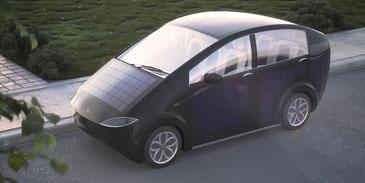 Sono Motorsが公開したプロトタイプ。搭載したソーラーパネルで30kmの走行が可能だという。