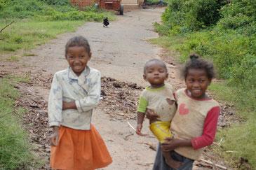 地球温暖化による気候変動はマダガスカルの子どもたちにも大きな影響を与えている。
