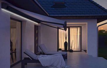 garagentor bis zu 5m alu rolltor sch ne markise. Black Bedroom Furniture Sets. Home Design Ideas
