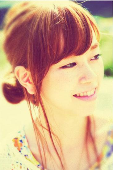 写真:kaho*(横浜出身のピアノ弾き語りシンガーソングライター)