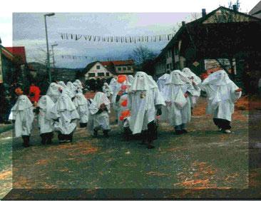 Erstes Häs der Talheimer Lupfengoaschder beim Umzug in Durchhausen