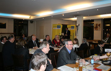Ralf Witzel hält den Rechenschaftsbericht des Parteivorstandes.
