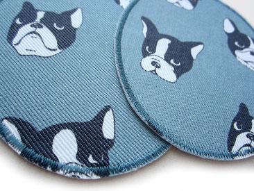 Bild: große Knieflicken zum aufbügeln mit Bulldoggen Hunden grau