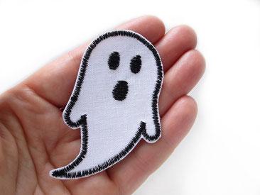 Bild: weißes Gespenst mit schwarzen Augen, Geist zum aufbügeln für Kinder, Geister Bügelbild für Halloween