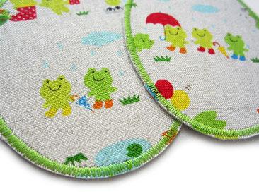 Knieflicken zum aufbügeln für Kinder mit kleinen grünen Fröschen am See