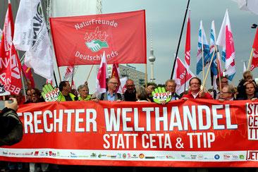 Demo in Berlin am 17.9.2016 - mit Rednern Michael Müller (SPD) Vors.Naturfreunde Dt, Vors. BUND, Jan Stöß (SPD Berlin). Foto: Helga Karl