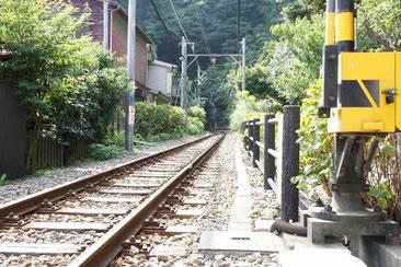 江ノ電の線路。いいですね~こーゆーの