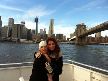 Reise und Kontakte in die U.S.A. Das klebte auf meinem Dreambook 2012. Hier in New York mit meiner Freundin aus alten Zeiten, als wir Studentinnen von Marcel Marceau in Paris waren.