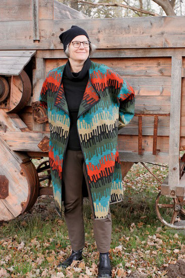 Reversible knitted coat patterned in fresh colors © Griselka 2020