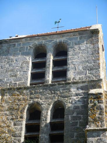 Très rarement sur une église un coq fait office de girouette