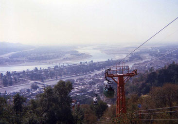 山頂のヒンズー寺院へ