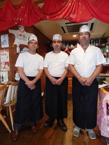横浜市 港南区 芹が谷銀座商店会 せりぎんタウン インド・ネパール・タイ料理店 エベレストキッチン 店長夫妻とお子さん、スタッフの皆さん