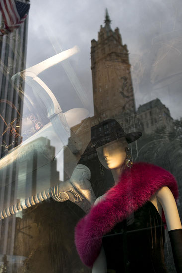 Frau mit Stuhl 2016 New York © Arina Dähnick