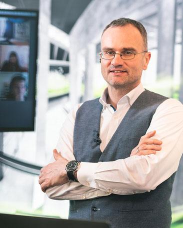 Portraitbild Dr. Stefan Kombüchen