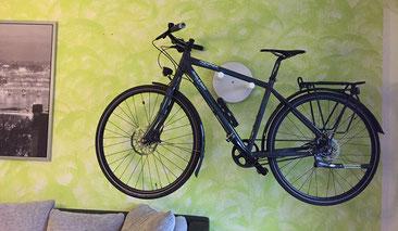 Wandhalter Wandmontage Halterung Fahrrad Rennrad Holz mit Beleuchtung LED Bike wall mount weiß
