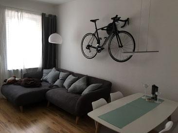 Wandhalter Wandmontage Halterung Fahrrad Rennrad Holz mit Beleuchtung LED Bike wall mount Karbon Carbon Wohnzimmer