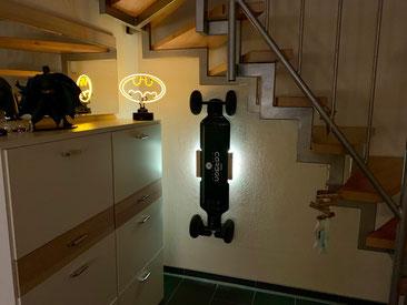 Wandhalterung Wandmontage EVOLVE Longboard Eboard Halterung wall mount LED Beleuchtung beleuchtet