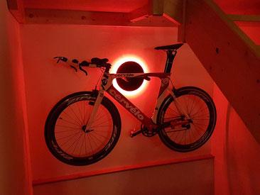 Wandhalter Wandmontage Cervelo Halterung Fahrrad Rennrad Holz mit Beleuchtung LED Bike wall mount Karbon Carbon