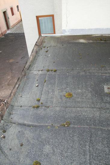 Der Randanschluss des Flachdaches war nicht fachgerecht hergestellt.