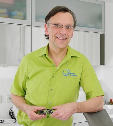 Dr. Klaus-Dieter Treuheit, Zahnarzt in Roßtal bei Nürnberg: Professionelle Zahnreinigung PZR (© Stephan Spangenberg)