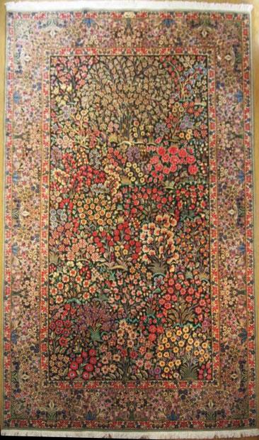 KERMAN パルデサイズ ダークグリンベースに咲き乱れるカラフルなお花が美しい絨毯