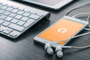 Bild: Pixabay, Firmbee. Zum Podcast bitte Bild anklicken!