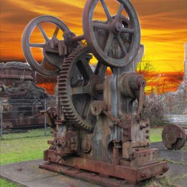 Dieses Bild zeigt Exponate der Schwerindustrie auf einem Gelände nahe beim Centro in Oberhausen.