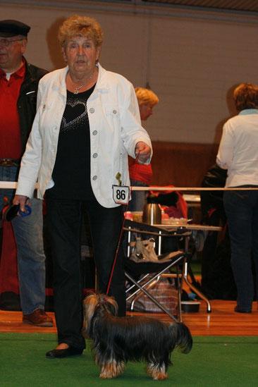 Helga Petersen auf der Ausstellung